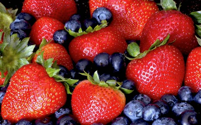 Eating Strawberries and Blueberries Cut Heart Attack Risk In Women