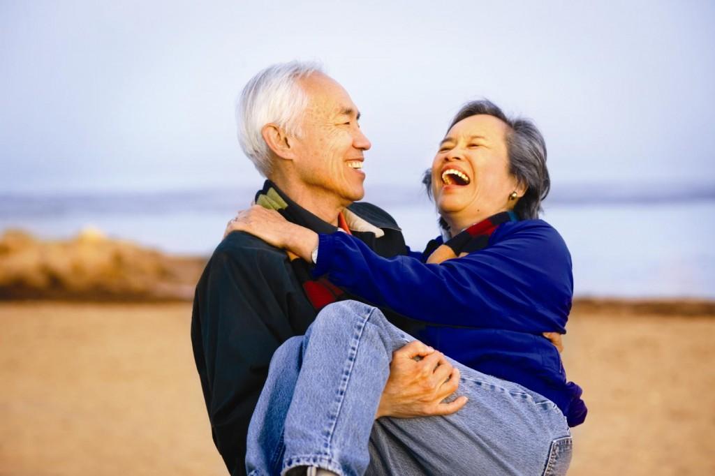 old-couple-on-beach-at-sunset