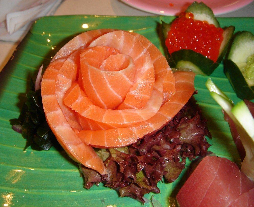 Salmon_sashimi